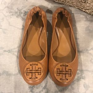 Tory Burch tan pebbled leather flats size 8 1/2